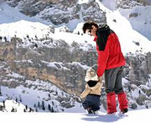 Dad and kiddo on a snowy mountain